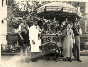 Eiswagen vor der Hochschule